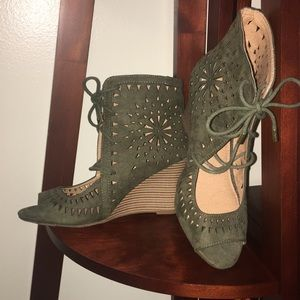 Laser Cut Out Moss Wedges